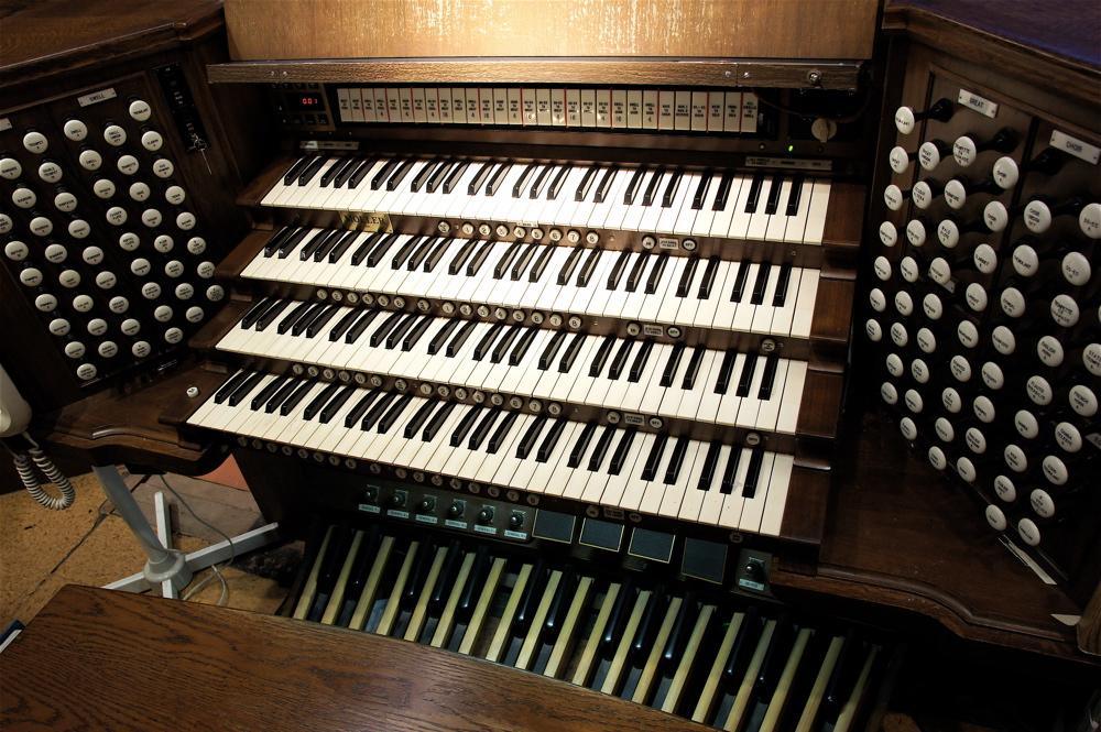 Keys of an organ