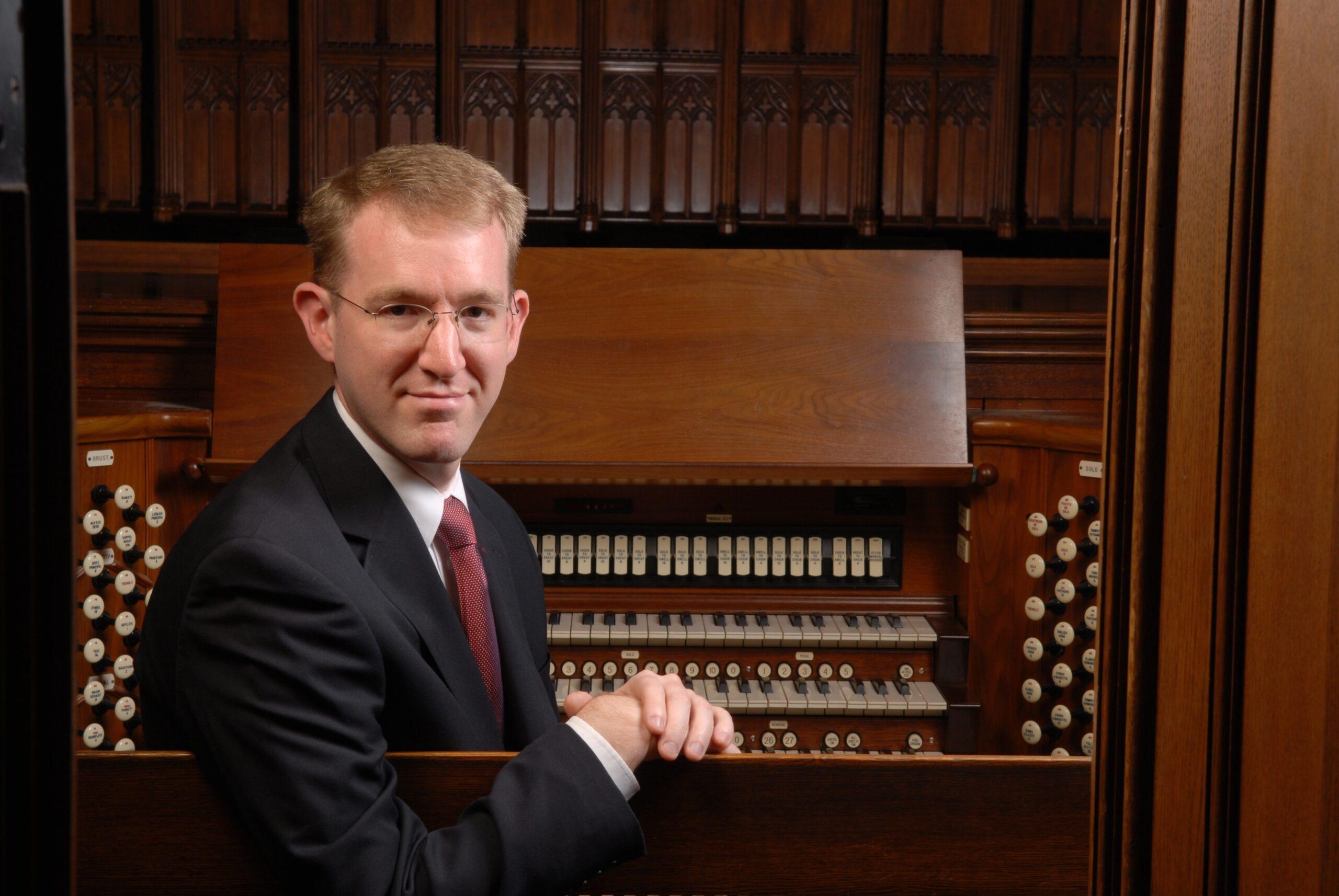 Organist Scott Dettra